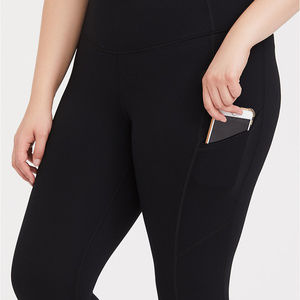 NWT Black Crop Wicking Active Legging with Pockets